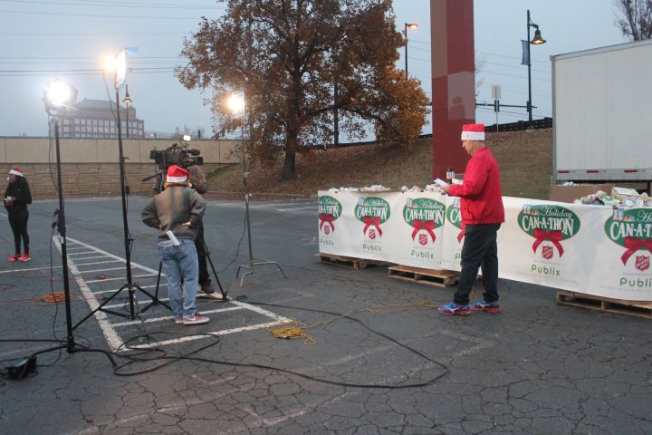 Holiday Can-A-Thon At Cumberland Mall